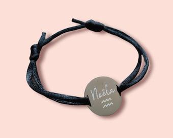 Bracelet cordon gravé personnalisé - médaille gravée personnalisée prénom nom date message - noeud coulissant - Bracelet pastille 2 trous