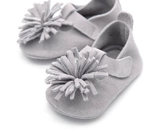 Gray flower baby shoes, baby shoes, baby moccasins, crib shoes, baby shoes, baby shower gift, baby walking shoes, for baby or toddler