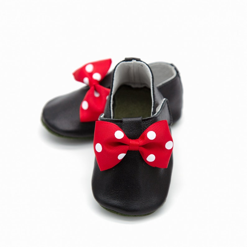 bcb1641611438 Mickey Mouse baby shoes, disney inspired shoes, baby slippers, baby  booties, baby moccasins, 1st birthday outfit,baby gift, toddler shoes