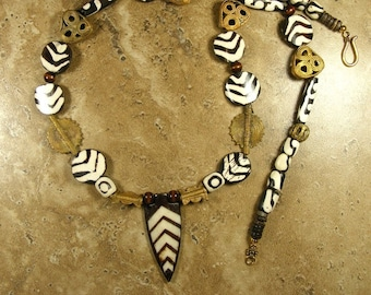 Batik necklace with dyed bone from Kenya and Ethiopian brass spacers, African jewelry, ethnic jewelry, tribal jewelry - AN470