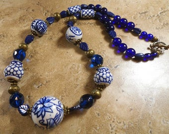 Chinese necklace of blue and white bead designs with blue glass and brass - MN81
