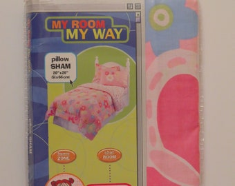 "Vintage ""Popsicle Floral"" pillow sham -New in package"