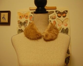 Golden sandy brown fur collar / small stole