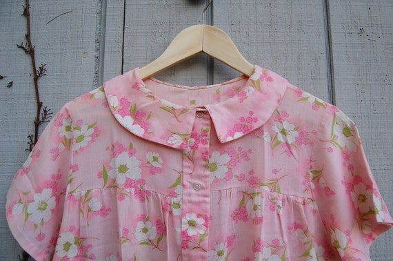 1960s peter pan collared cotton house coat - image 2
