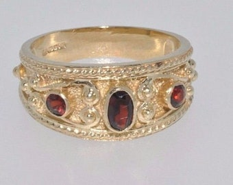 9ct yellow gold fancy ornate oval garnet 3 stone ring size N