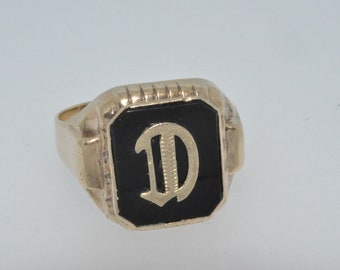 10ct yellow gold D initial signet ring size V