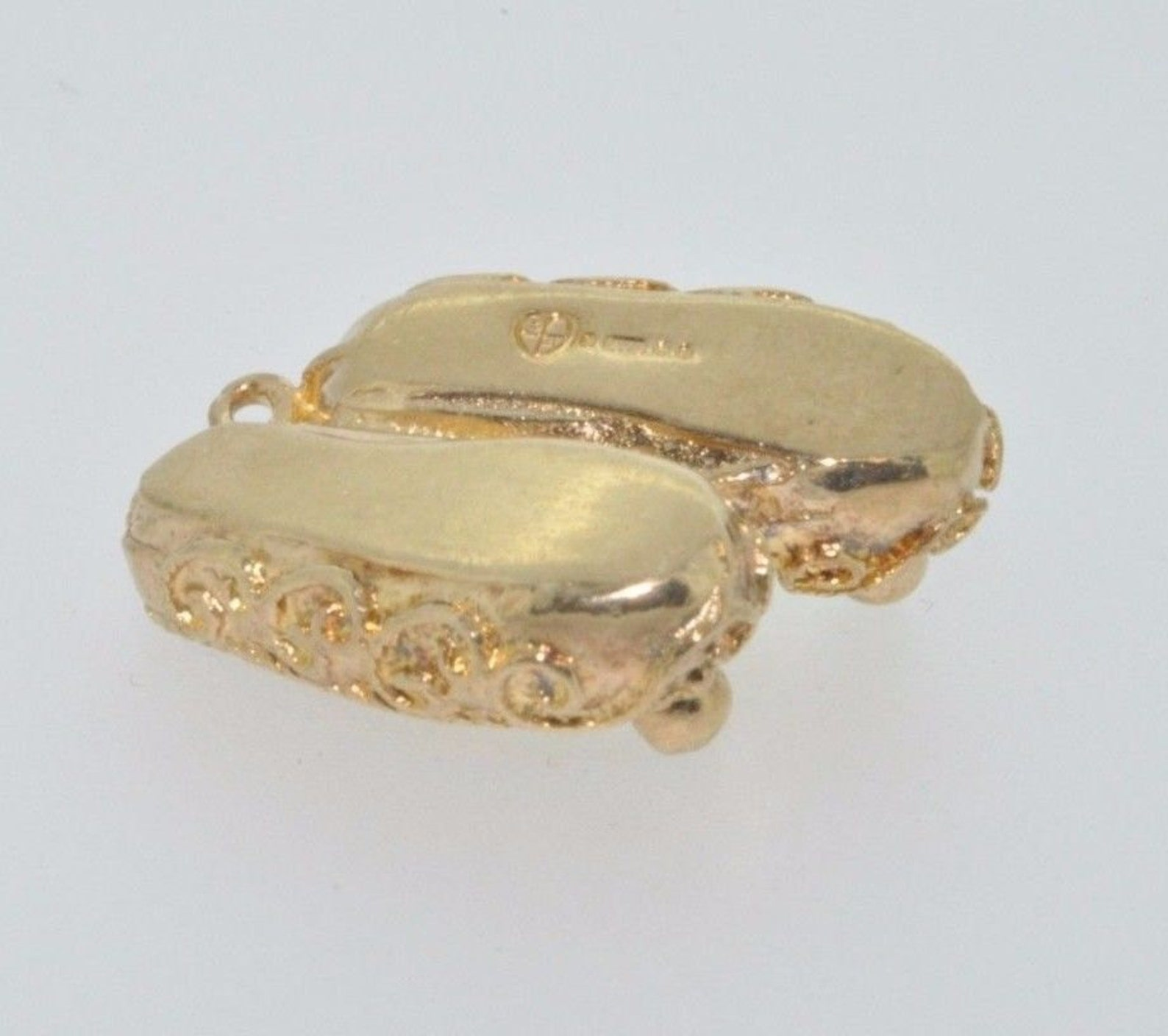 9ct yellow gold fancy slippers/ballet shoes charm london 1971
