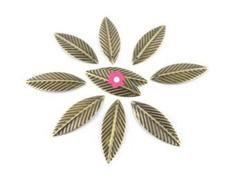 x 50 charm leaf pendant bronze 21x7mm (80 d)