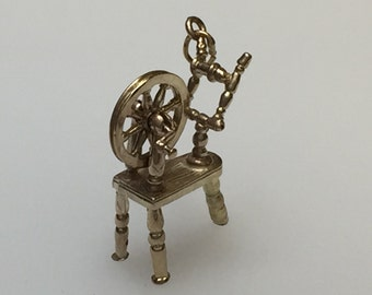 Vintage Sewing Machine - 9ct Gold Charm