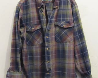 A Men's Neat Vintage 80's,Thin Plaid FLANNEL Cotton Shirt By NORTHWEST TERRITORY.L