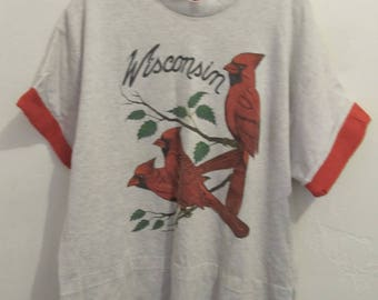 A Neat Vintage 80's,2-Tone Gray & Red Short Sleeve WISCONSlN Bird T shirt By Signal.L-Wom