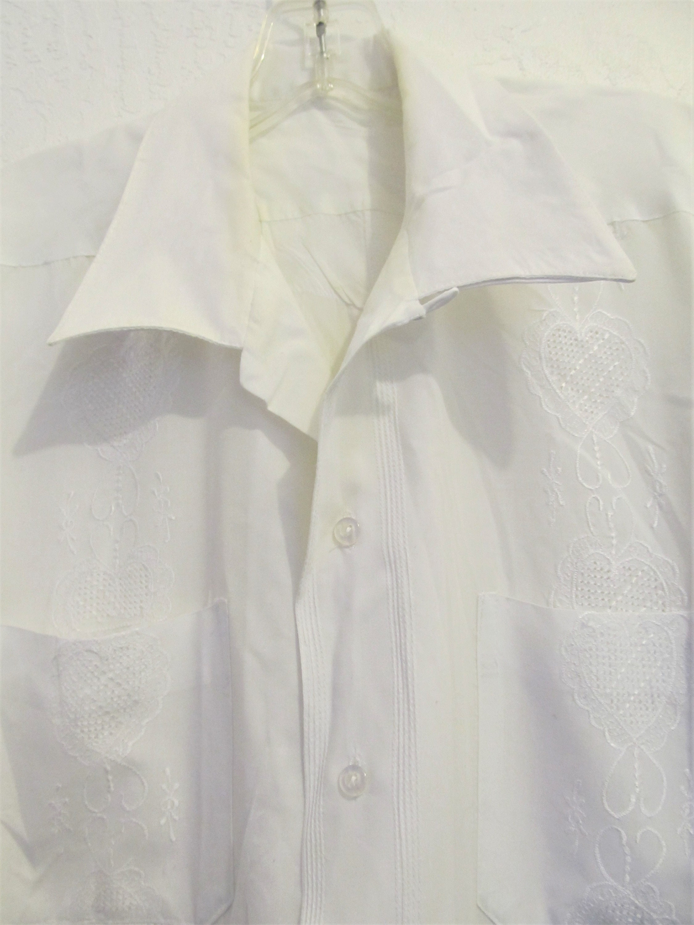 62125243 A Men's Vintage 60's,White Short Sleeve,Embroidered GUAYABERA Shirt.M