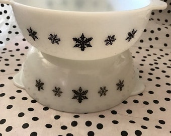 """PYREX JAJ English """"Snowflake"""" white opal glass with black decals Casserole Dish- easy grip handles No Lid"""