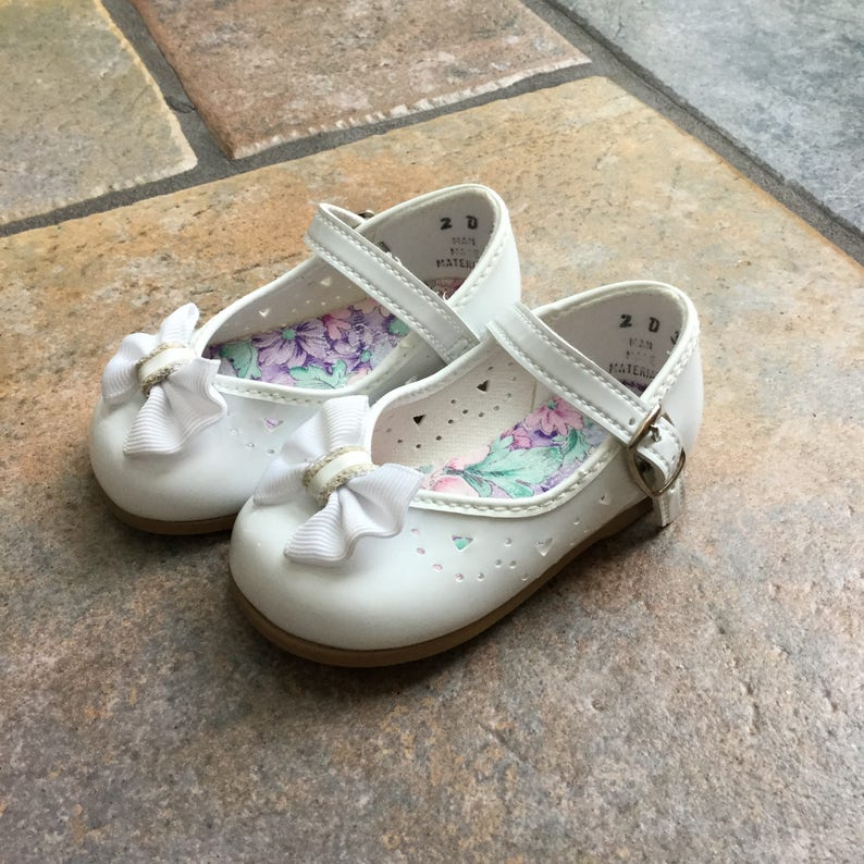 893c2f9845a8c Vintage Baby Girl Shoes - Vintage White Mary Janes - Size 2 Mary Janes -  Made in the USA Shoes - White Baby Shoes - Size 2 Baby Dress Shoes
