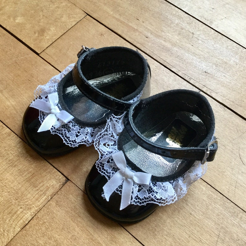 27cad1502e0ba Vintage Baby Girl Mary Janes - Shiny Black Mary Janes with Lace and Bows -  Size 0 Baby Shoes - Holiday Shoes - Baby Girl Christmas Shoes