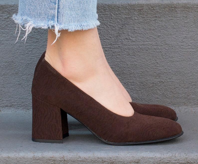 157c098c7aa8 Brown pumps 8 90s dark brown block heel pumps 38 brown