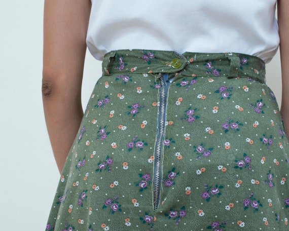 vintage green floral prairie skirt small | 70s boho skirt | bohemian skirt | flower print midi skirt | olive cotton high waisted skirt