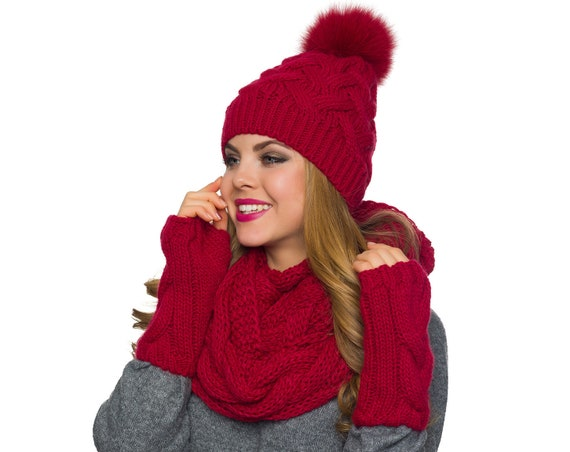 Big pom pom hat Chunky scarf Fingerless gloves Winter hat  0fb22908a20