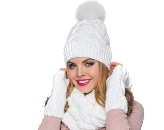 0134bfde65ad Bonnet écharpe gants Pom pom un chapeau foulard mitaines   Etsy