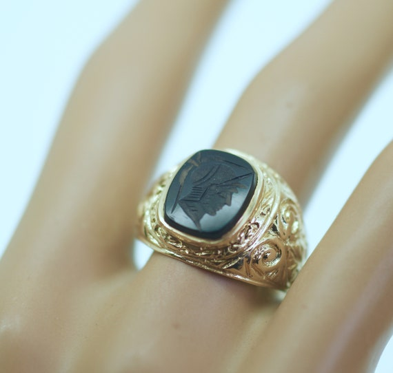 Vintage Jewellery Solid Gold Band Cameo Black Onyx