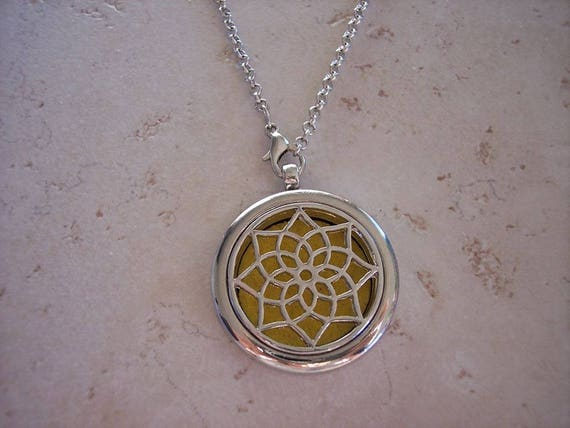 Diffuser Lotus Necklace Stainless Steel Locket Cork Aromatherapy Essential Oil  Mothers Day Best Friend Christmas Gift Young Living Doterra