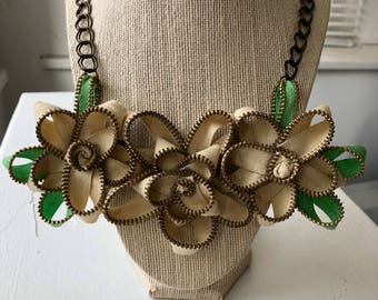 Cream Vintage Zipper Flower Necklace