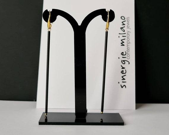 Long earrings, very light, literally minimal, thin with small golden light point. Refined and avant-garde, mavericks.