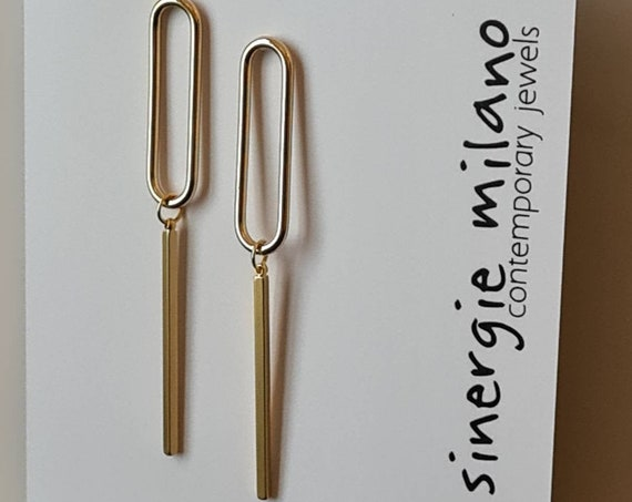 Beautiful minimal and geometric earrings, in brass. Gold or silver. Contemporary and elegant design. Particular and modern.