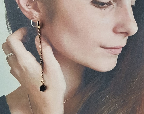 Long dangling earrings. With hexagon of black hematite and golden chain. Shoulder Dusters style. Trendy and fashionable. Lightweight!