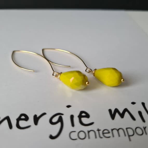 Elegant Pendant earrings with faceted crystal drop chartreuse color (yellow/green). 80s style - Fluo earrings.