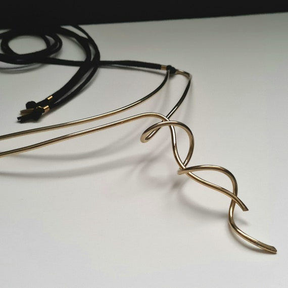 Golden sculpture necklace. Sculpture jewelry, artistic jewelry. Art to wear. ART for BODY. Gift idea. Design Synergies Milan.