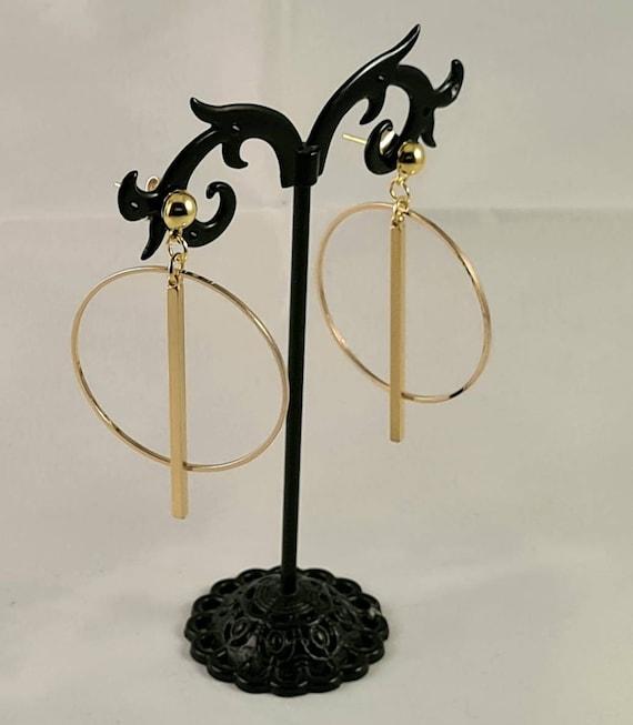 Elegant gold earrings. Earrings with hoop and straight. Geometric and minimal.