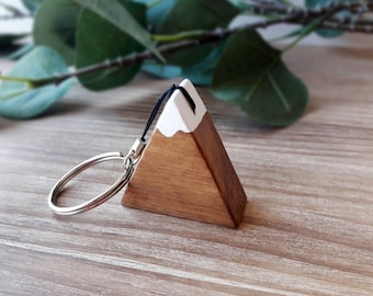 Wooden mountain keychain for nature lovers, Scandinavian and minimalist style gift for travelers and hikers