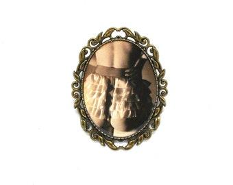 Libertine brooch, sexy rustle