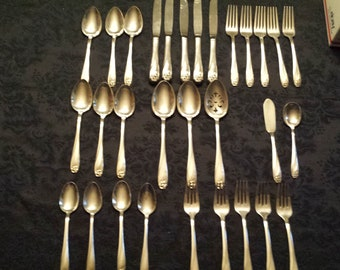 DAFFODIL 30 PC 1847 Rogers Bros Silver-plate FLATWARE Forks Spoons Silverware