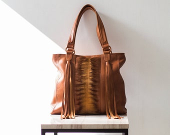 9c6388662026 NADIA - Fringe leather tote bag