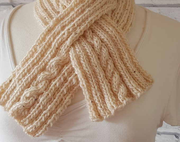 Soft crossover scarf in arran colour with a cable pattern