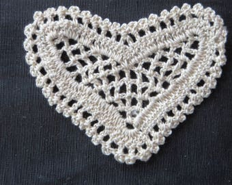 Crocheted Heart  ivory Applique  6048