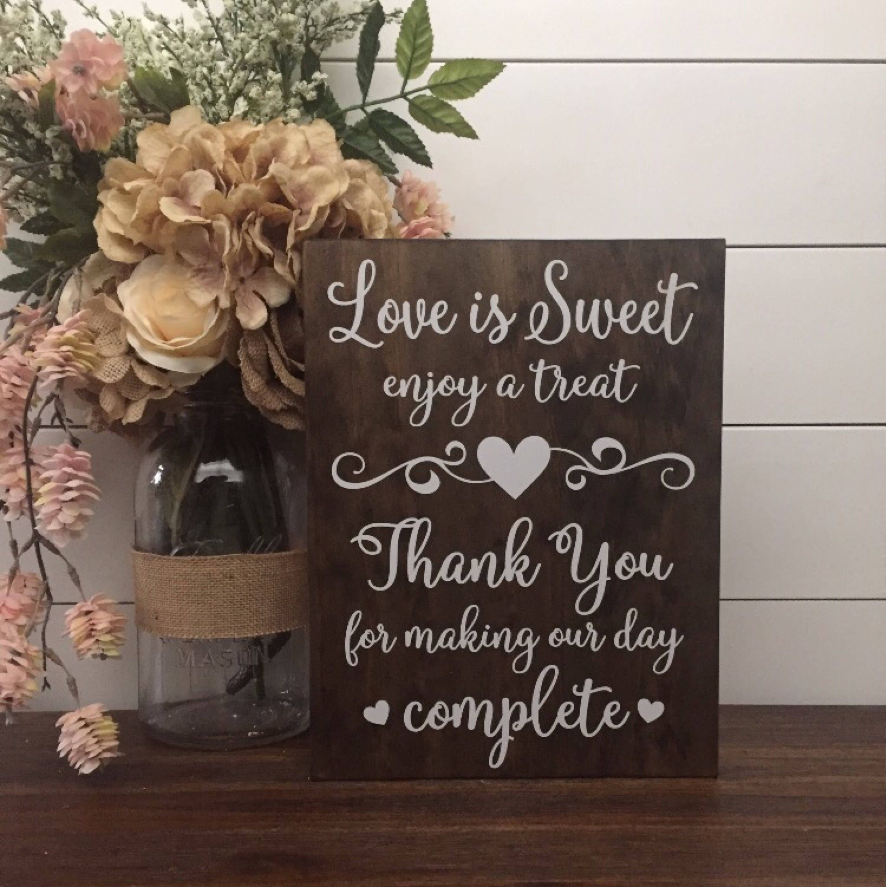 Love Is Søde Nyd A Treat Sign, Wedding Table Sign-3807