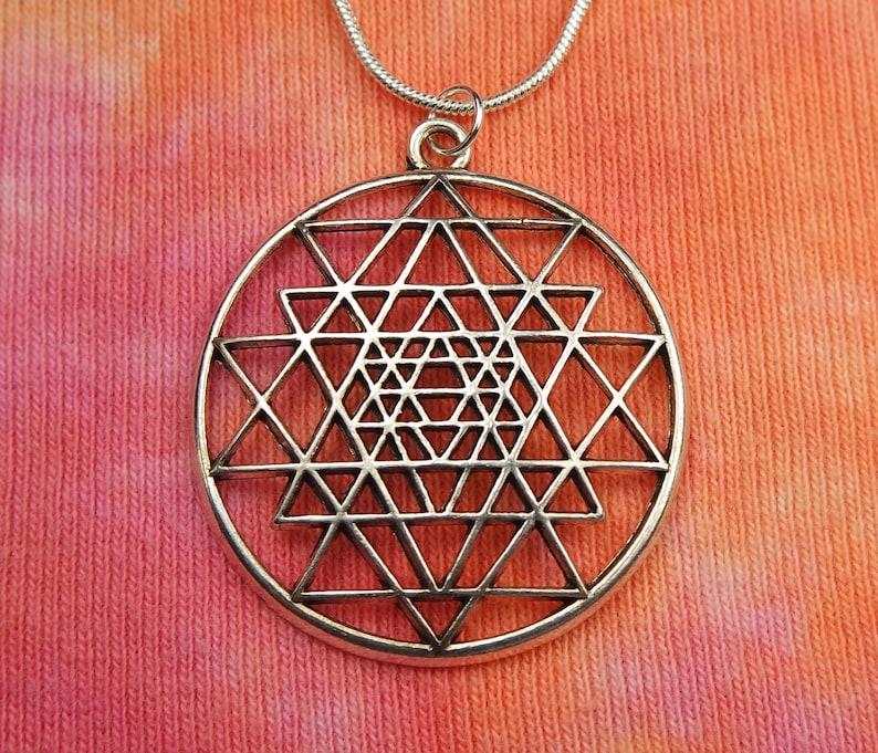 Sri Yantra Necklace, Shri Vidya Hindu Tantra indu Cosmos India 9 Triangles  Charm Pendant Medallion for Men or Women