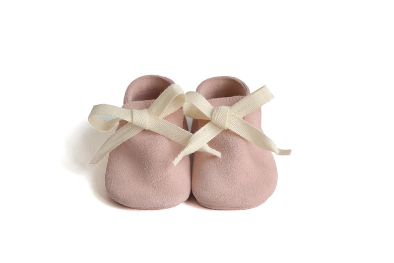 Pale pink leather moccasins for baby