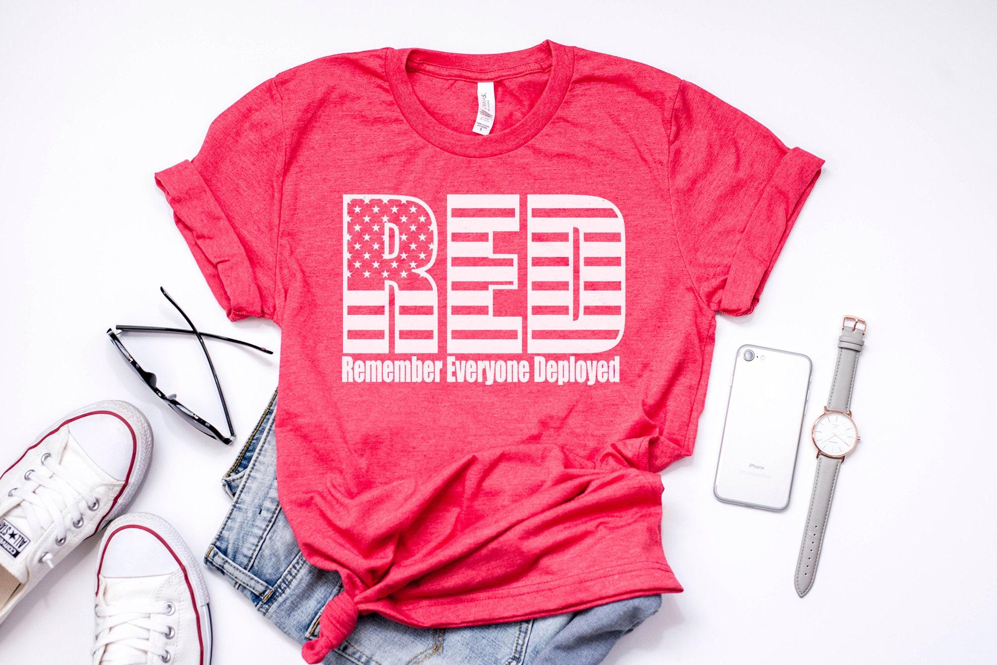 N'oubliez pas tout le monde déployant Tee, Tee rouge épouse vendredi, déploiement chemises, épouse rouge de militaire cadeaux, cadeaux pour femmes, cadeaux pour les hommes, déploiement Tee 8670c4