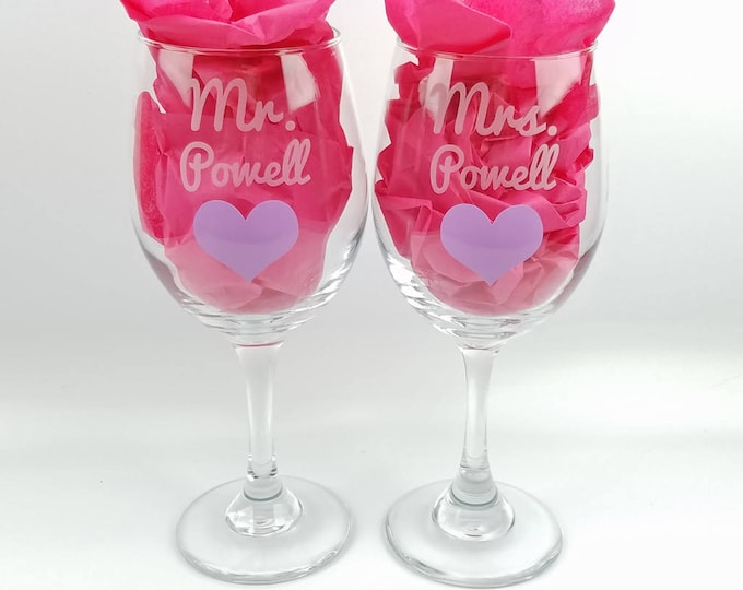 Personalized Etched Mr Mrs Wedding Cup - White Wine- Bride - Groom - Anniversary - Pair of glasses - toasting glasses