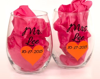 Pair of personalized Large Stemless Wine Glasses With Names and Heart - The Perfect Gift for a Bride and Groom on their Wedding Day