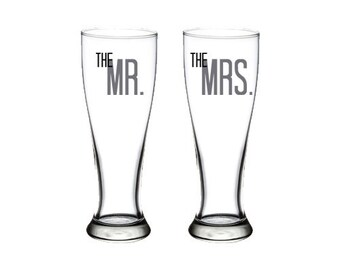 Bride & Groom - Mr and Mrs - Set of Pilsner Glasses - 23 oz. - Wedding - Anniversary - Bride - Groom - Toasting - Beer