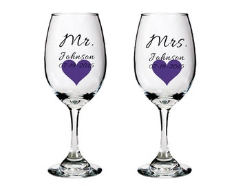 Personalized Mr and Mrs glasses with heart - white wine glasses - bridal shower - wedding gift idea - toasting glasses - FREE SHIPPING