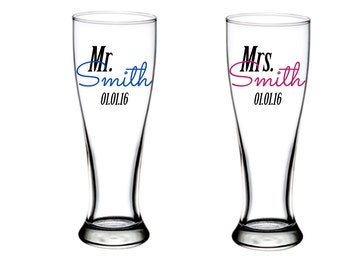 Personalized Mr and Mrs Pilsner glasses - Wedding couple gifts - bridal shower gift idea - set of two - personalized with last name and date
