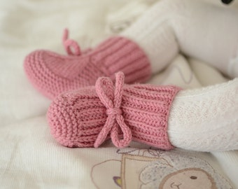 Baby Booties, Knit Baby Booties, Knitted Baby Girl Boots, Newborn Shoes, Baby Booties that stay on, Rose Baby Girl Shoes, Knit Crib Shoes