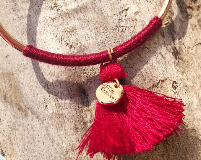 Bangle gold with wine red tassel
