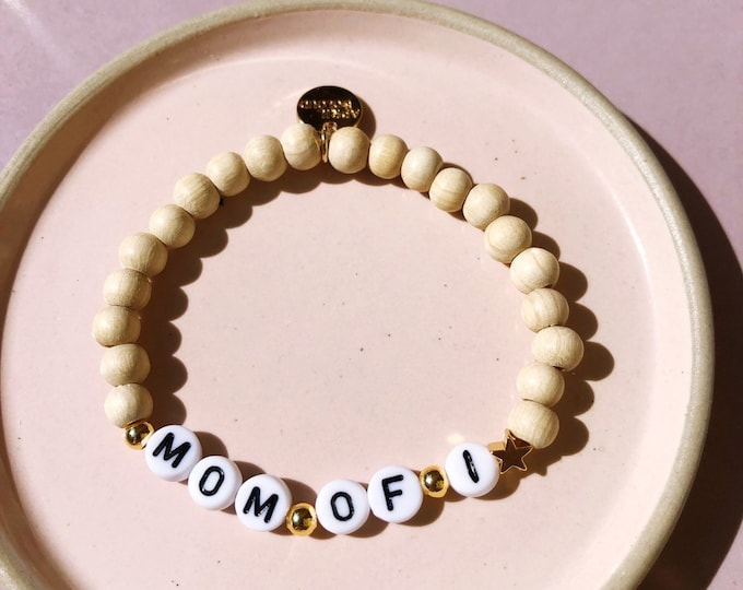 Mom of 1 Bracelet in Wooden Beads by April & Cloud